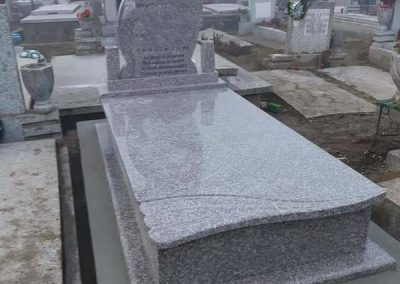 mormânt din granit